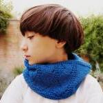 Knitted Cowl - Bright blue ..