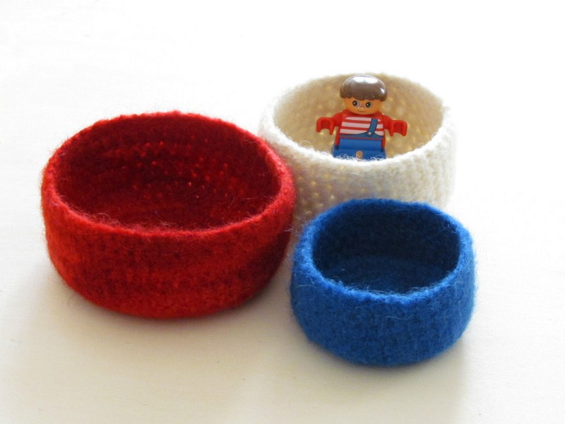 Nautical felted bowl / red blue white / 3 nested bowls