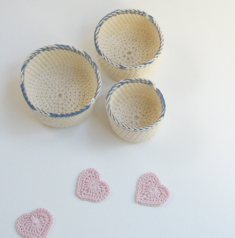 Nested bowls - cotton and wool family - Creamy white with an accent
